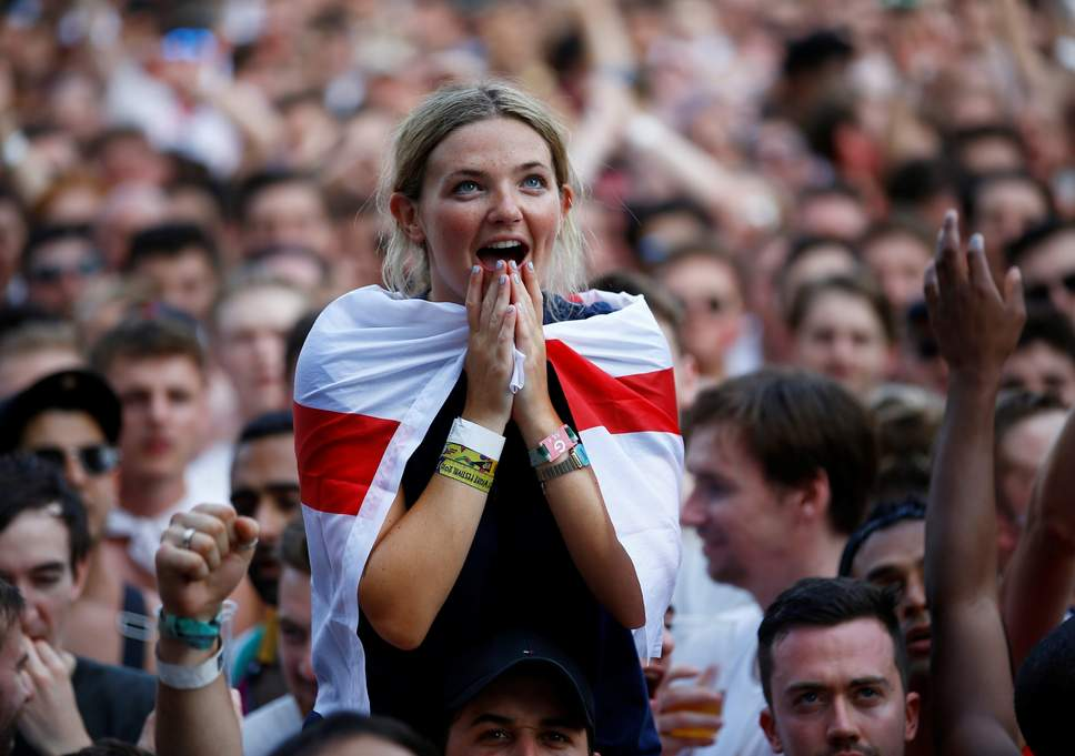 2018 07 07T161833Z 1348922517 RC1BAB4773E0 RTRMADP 3 SOCCER WORLDCUP SWE ENG FANS